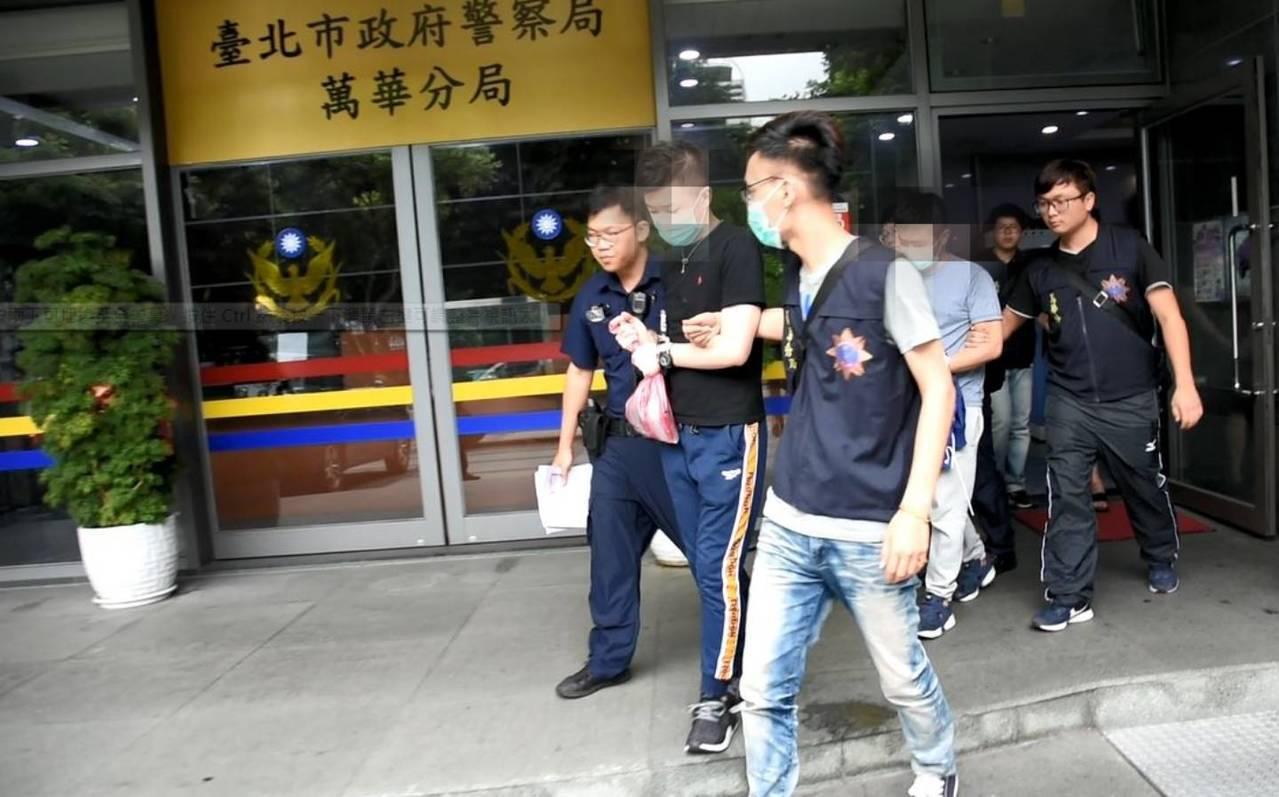 警方詢後將郭、許2人依涉違反毒品危害防制條例移送台北地檢署偵辦,並將參與毒趴的1...
