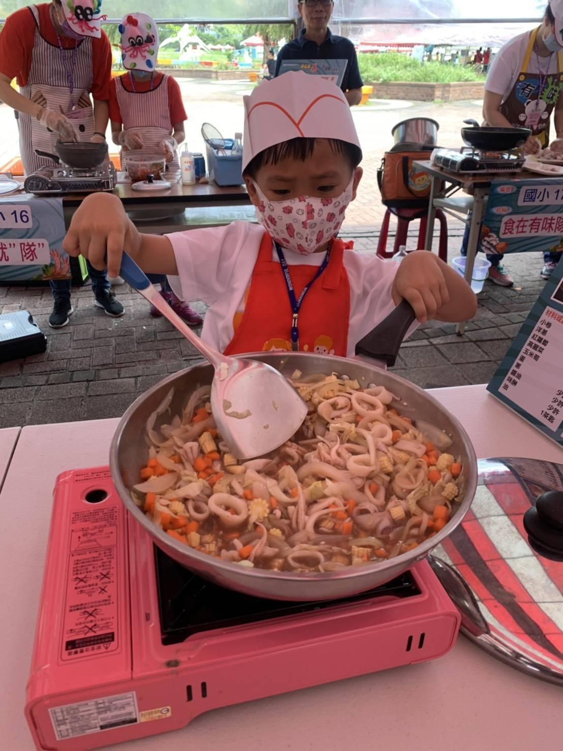 基隆市政府舉辦小卷料理比賽,參賽者大顯身手。圖/基隆市政府提供