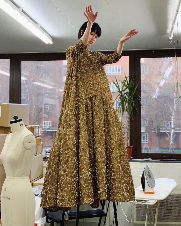 Ashish主打做工精緻的「亮片」服飾,讓消費者可以重現宛如茉莉公主穿搭風格的造...