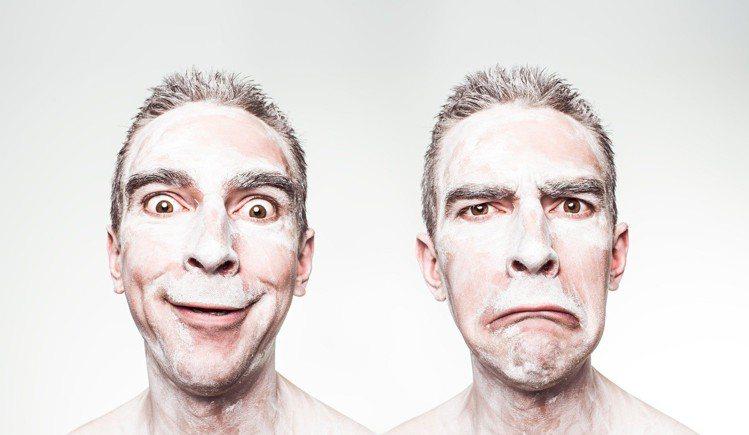 油性肌膚的人,用清潔過強的清潔產品,反而讓臉的出油狀況更嚴重。圖/摘自 pexe...