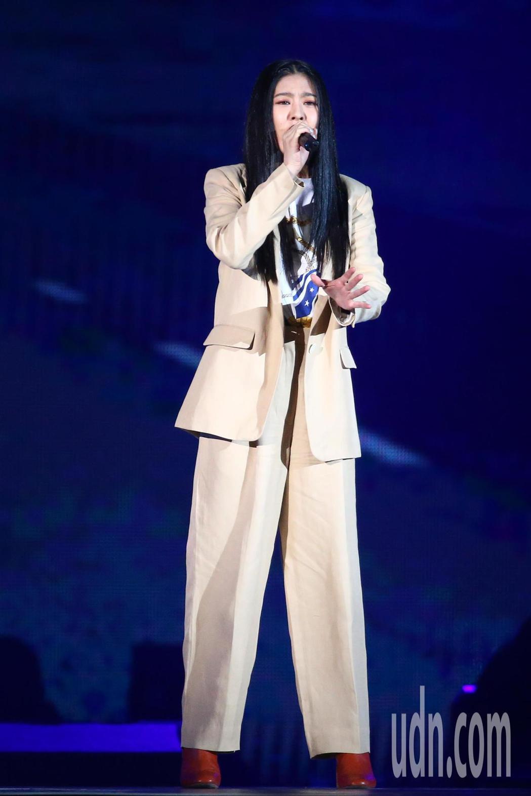 2019 hito流行音樂獎頒獎典禮今天在小巨蛋舉行,劉艾立擔任表演嘉賓演唱《擁