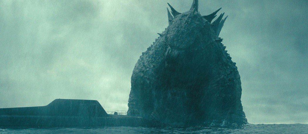 「哥吉拉II怪獸之王」全台票房即將破億,片中有多場氣勢磅礡的怪獸大戰。圖/華納兄