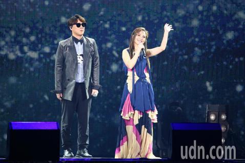 2019 hito流行音樂獎頒獎典禮今天在小巨蛋舉行,梁文音、蕭煌奇擔任表演嘉賓演唱《還好》、《晚安》、《和平分手》。