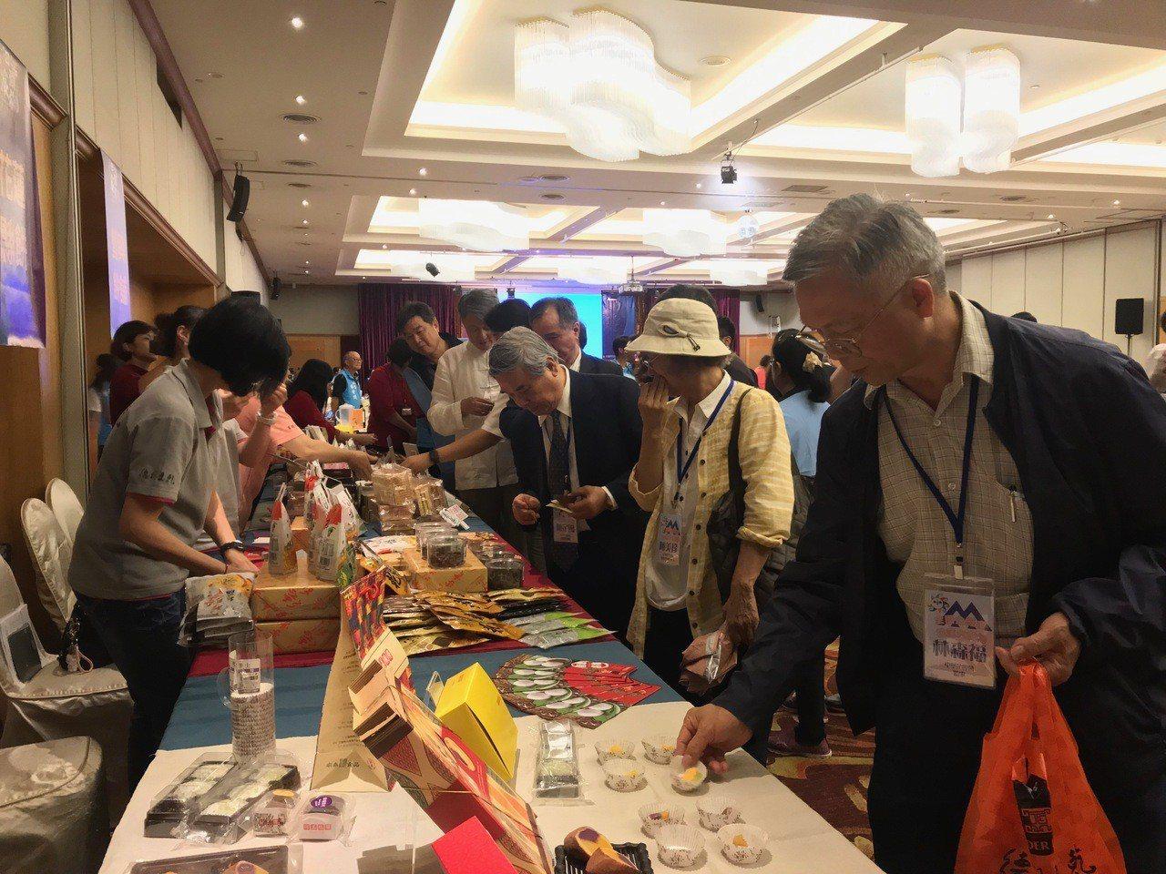 花蓮市公所舉辦「洄瀾食旅觀光推介會」,希望媒合觀光旅遊業者合作。記者王思慧/攝影