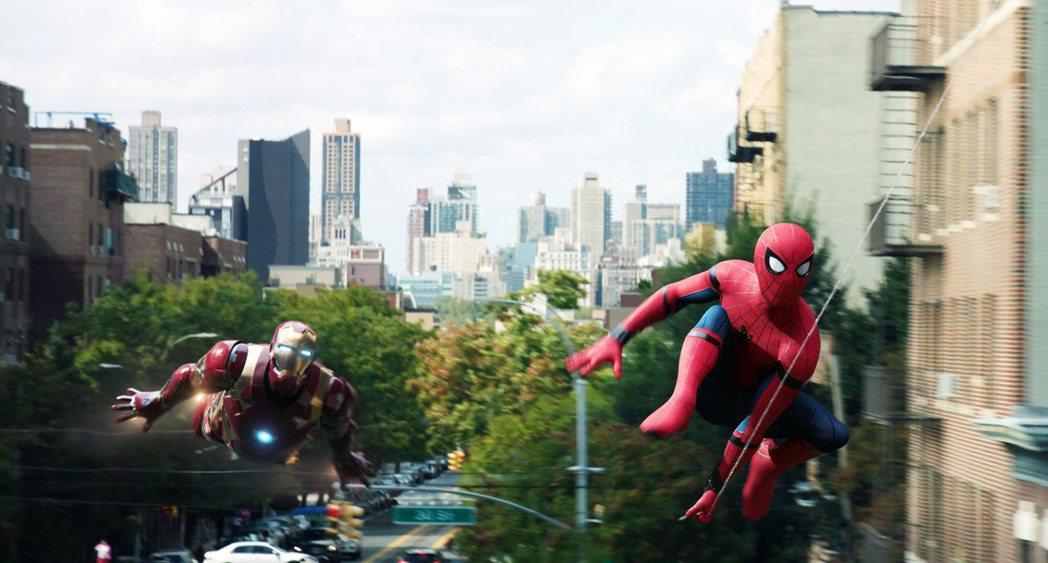 「鋼鐵人」小勞勃道尼、「蜘蛛人」湯姆霍蘭德的合作一幕僅出現在「蜘蛛人:返校日」預
