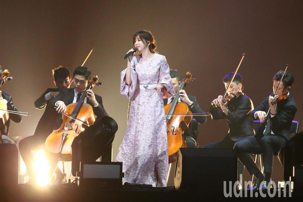 2019 hito流行音樂獎頒獎典禮今天在小巨蛋舉行,王心凌擔任表演嘉賓。記者林
