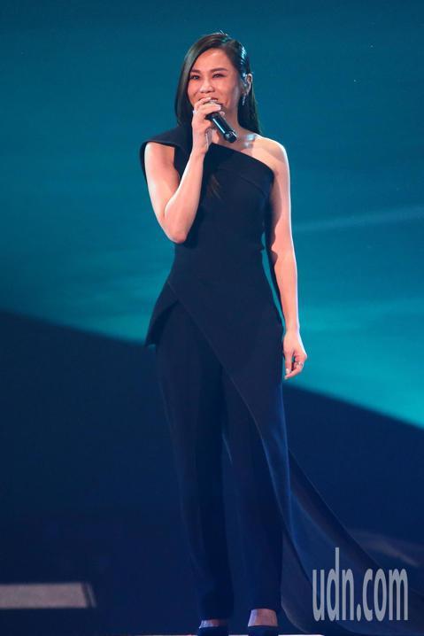 2019 hito流行音樂獎頒獎典禮今天在小巨蛋舉行,蔡健雅擔任表演嘉賓演唱《原諒》。