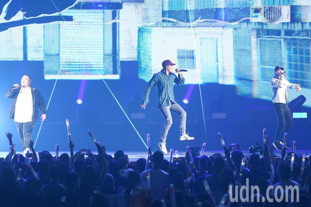2019 hito流行音樂獎頒獎典禮今天在小巨蛋舉行,頑童MJ116擔任表演嘉賓