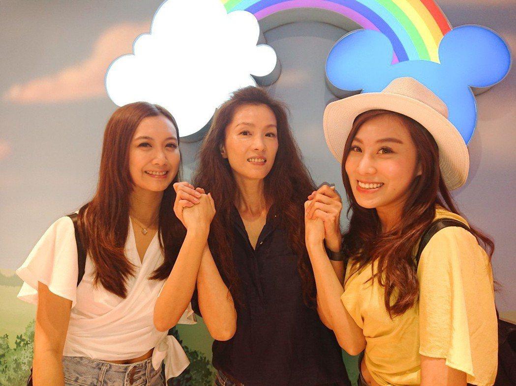 小延(左起)、葉全真、小沛前往韓國首爾直播。圖/翰成數位直播提供