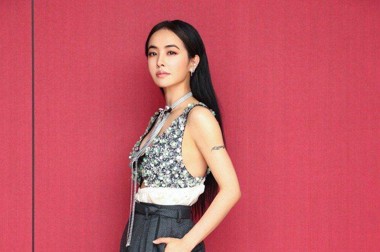 蔡依林(Jolin)以專輯「Ugly Beauty」獲本屆金曲獎7項提名,2日又成為2019 hito流行音樂獎頒獎典禮大贏家,以「怪美的」抱回十大華語歌曲、Hit Fm年度單曲冠軍,並奪得「hit...