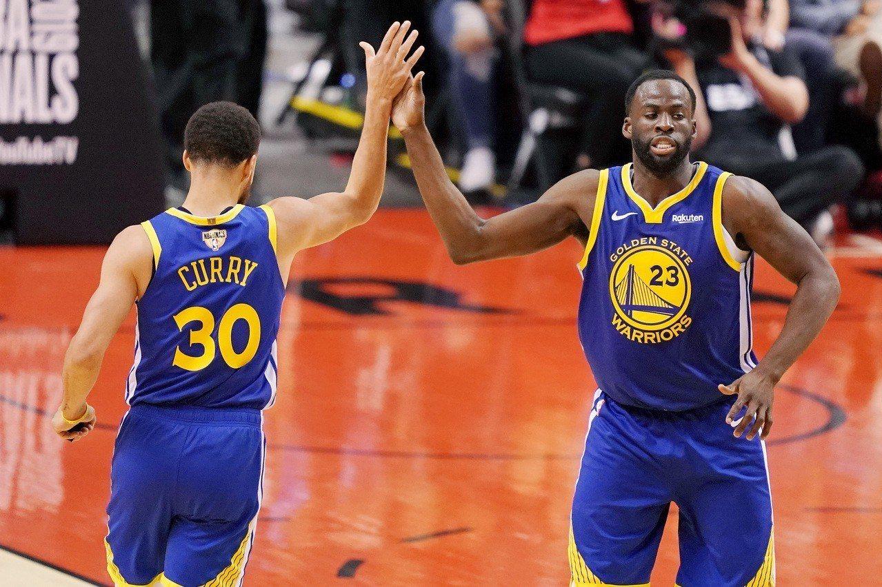 勇士靠團隊籃球獲勝,下半場投進的22球都是藉由助攻而來,這是NBA和ABA合併後...
