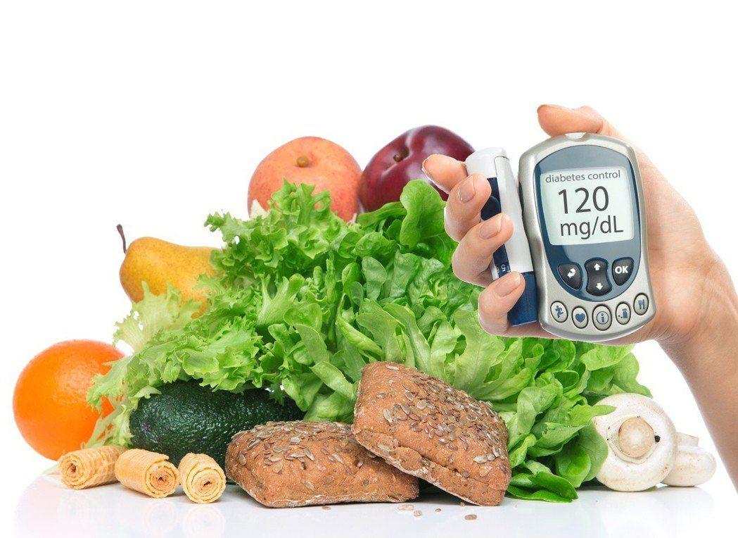 每人每天膳食纖維建議攝取量25至35公克,避免腸癌找上門。 圖╱123RF