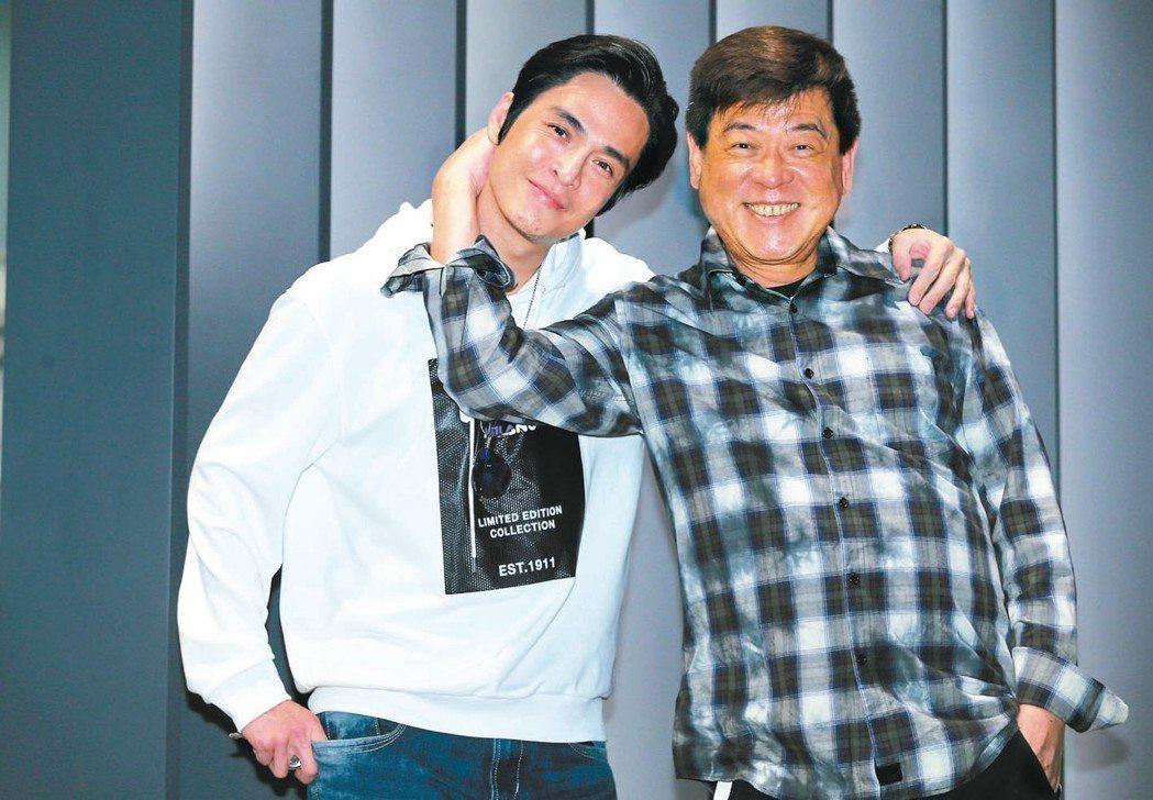 孫德榮(右)與子弟兵Gino感情頗深 。 記者徐兆玄/攝影
