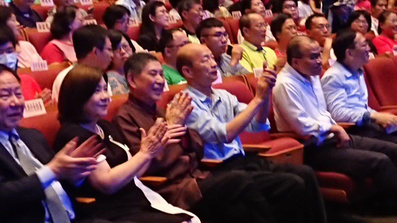 高市長韓國瑜昨出席白先勇製作的校園傳承版「牡丹亭」演出,他感謝白先勇致力推動崑曲...
