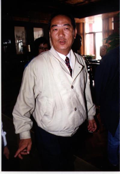 宋楚瑜在省長選舉時,大半時間都穿著這件夾克,雖然許多地方髒了,但他捨不得換掉,他...
