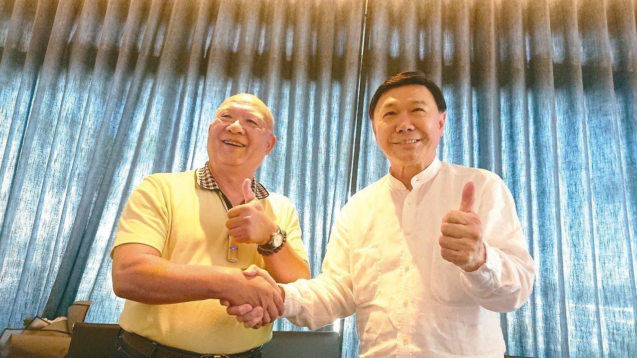 三洋紡織董事長陳和順(左)與來思達創辦人謝貞德 記者戴慧瑀/攝影