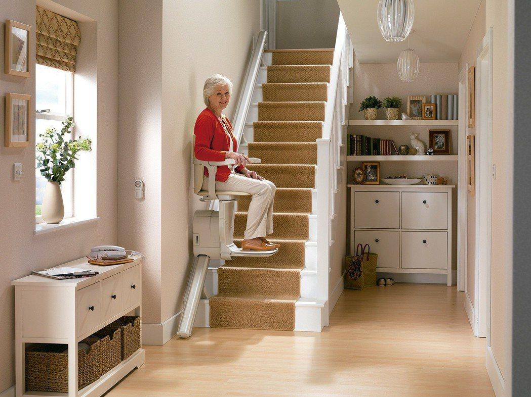 華貿引進STANNAH樓梯升降椅,讓上下樓更簡單。 華貿企業/提供