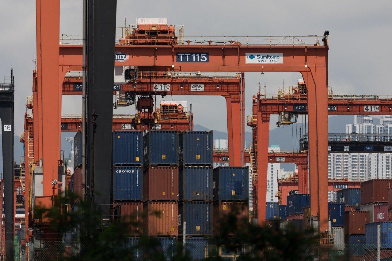 美中貿易戰正熾,華府加強查緝業者出貨繞道避關稅。 歐新社