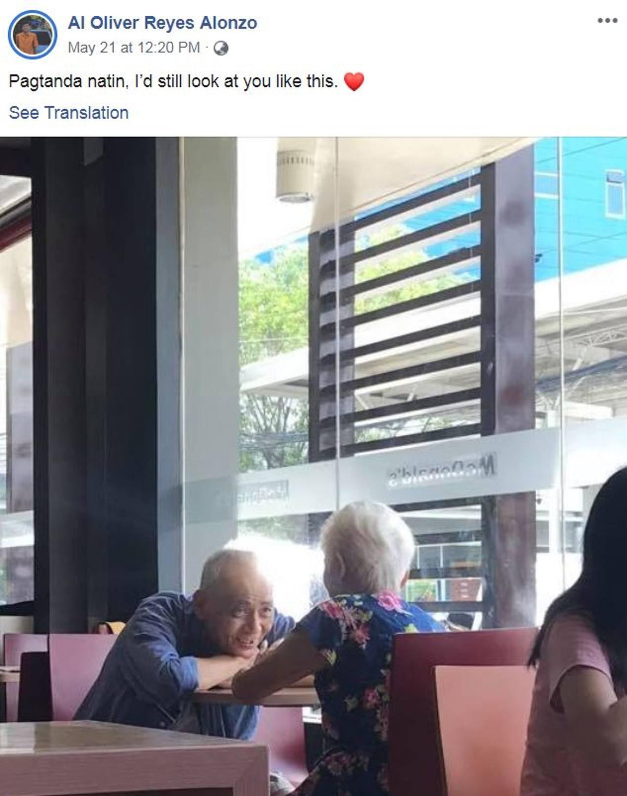 白髮夫婦麥當勞約會 老伯深情趴望感動萬千網民:50年後也要這樣
