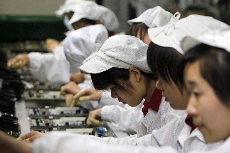 在中國做大的台商,大多仍是勞力密集型大廠,即便中國勞力成本上漲,但成本仍低於台灣...