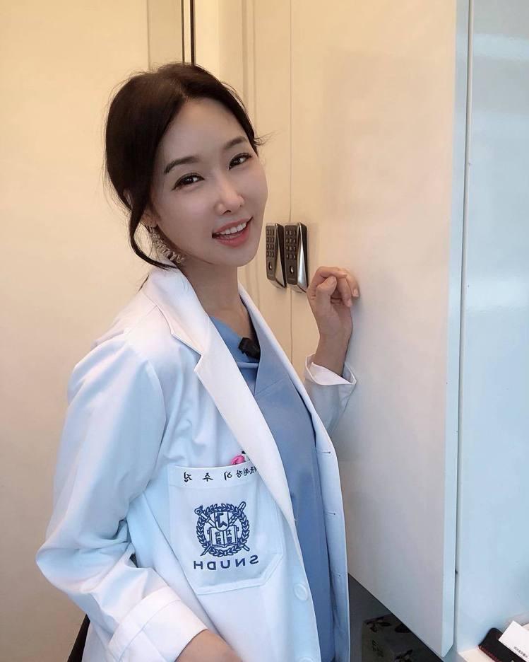 韓國美魔女牙醫李秀珍。圖/擷自instagram