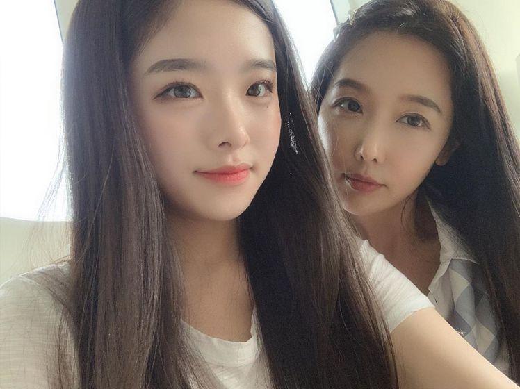 李秀珍(右)和女兒。圖/擷自instagram
