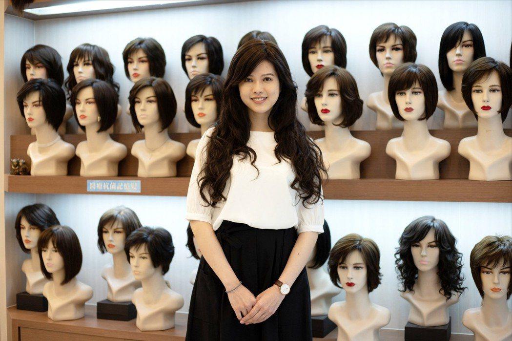 獨家研發「高科技壓縮式接髮」專利,讓變髮更簡單。 C.Y.S.假髮接髮/提供