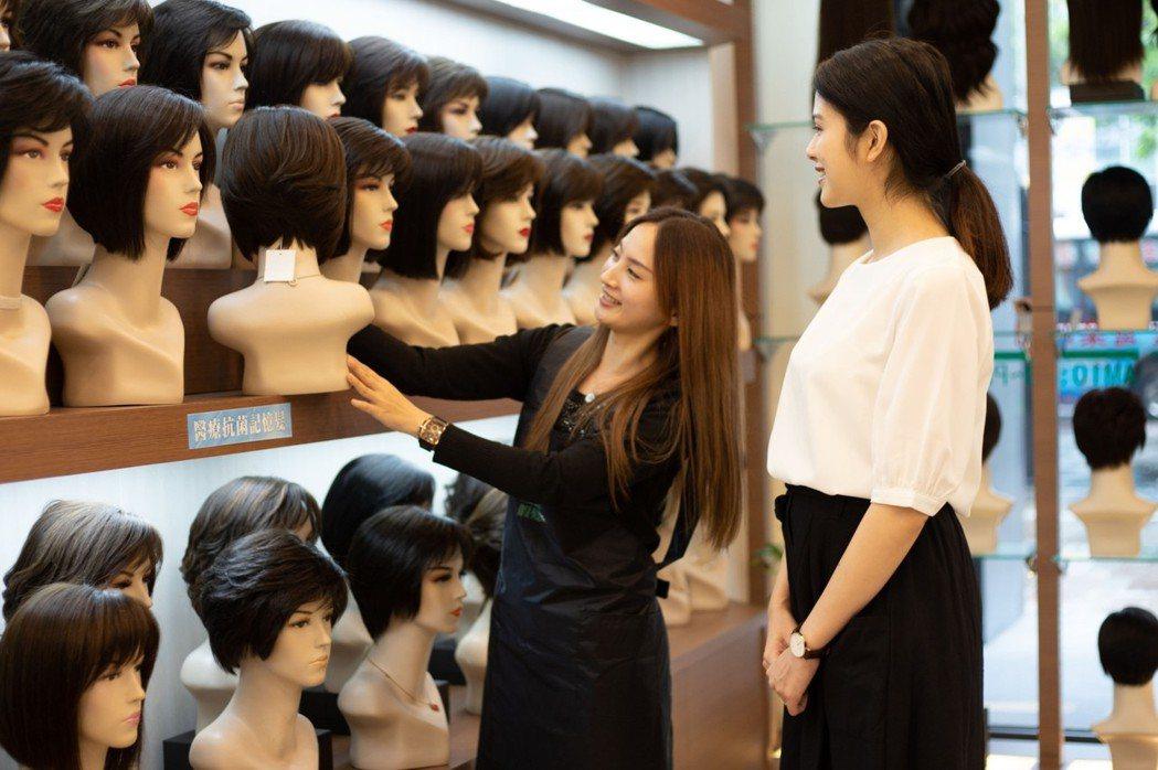 專業假髮師設計師駐店,1,500種髮型讓人人擁有專屬外在美。 C.Y.S.假髮接...