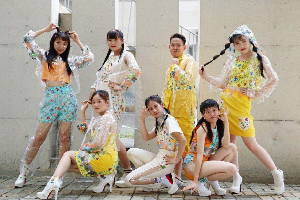 光華高中流行服飾科與時尚設計學程畢業班學生,以「Timeline」為畢展主題。 ...
