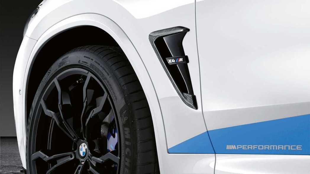 葉子板上的擾流鰭片都是碳纖維。 摘自BMW