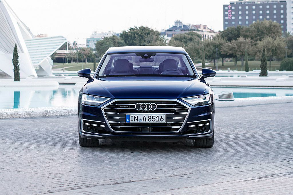 等待許久,全新第四代Audi A8/A8 L終於在臺灣展開預售。 圖/Audi提...