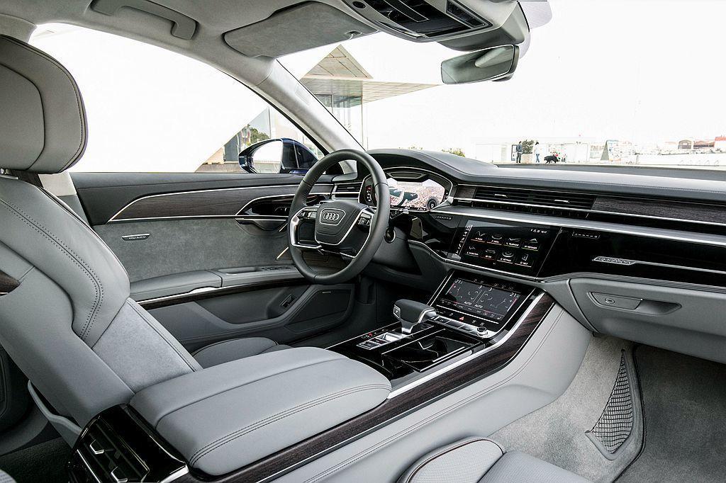 全新Audi A8運用Audi Virtual Cockpit全數位虛擬座艙科技...