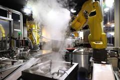 廚師不是人!機器人端出科技美食好促咪!