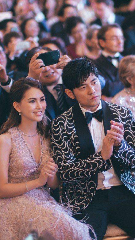 周杰倫和昆凌現身郎朗婚禮。圖/摘自微博