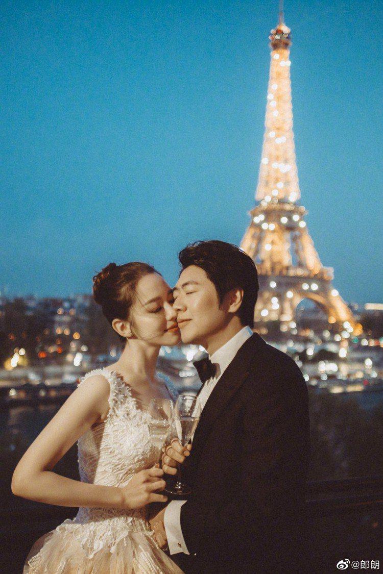 鋼琴家郎朗與德韓混血鋼琴家吉娜愛麗絲婚紗照。圖/摘自微博
