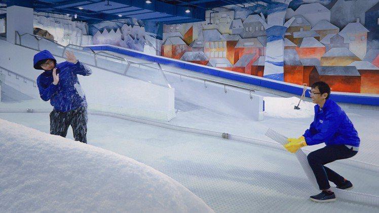 「SNOWTOWN雪樂地」玩打雪仗。圖/威秀提供