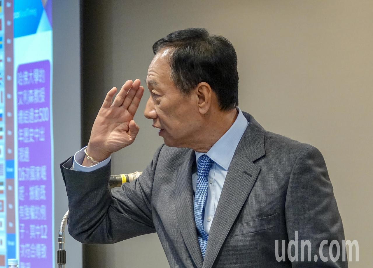 鴻海董事長郭台銘下午舉行臨時記者會表示,呼籲蔡英文總統,即刻以國安等級召開安全及...
