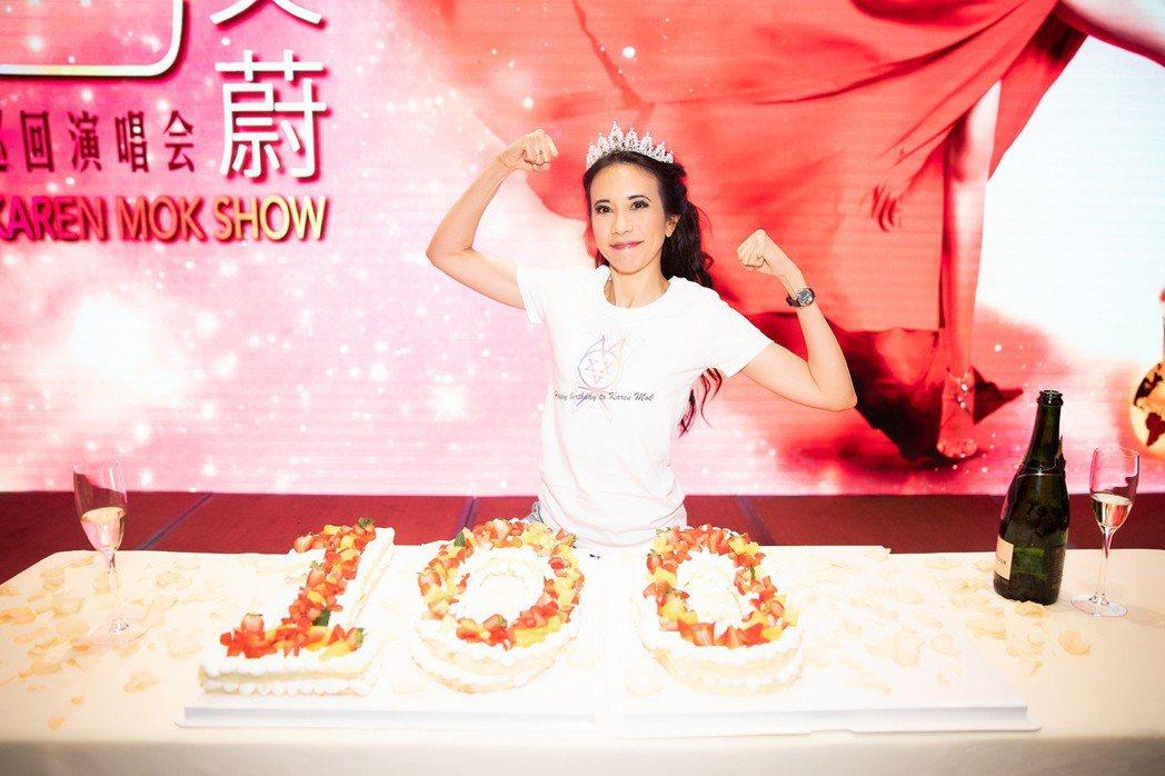出道26年的莫文蔚成功完成個人第100場演唱會。圖/索尼提供