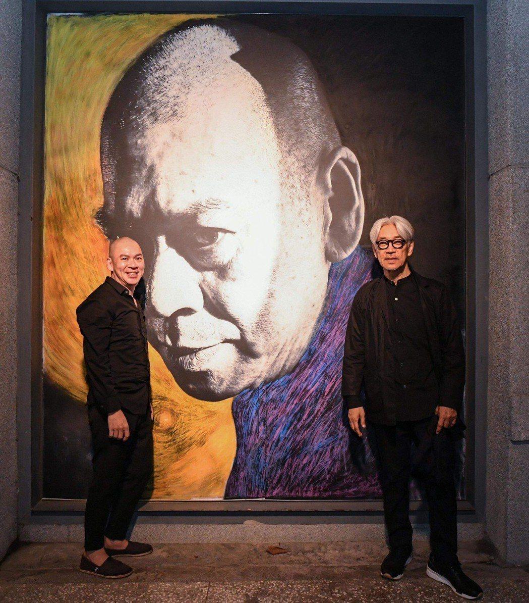 蔡明亮、坂本在展覽前合影。圖/明室影像提供