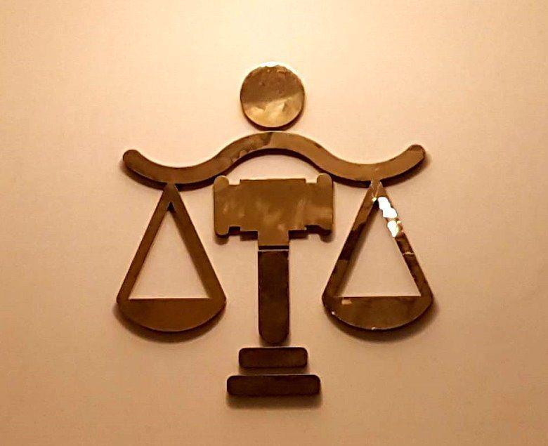 職務法庭昨天做出罕見判決,對因起訴竊盜案造成當事人自殺遭彈劾的檢察官詹騏瑋做出不...