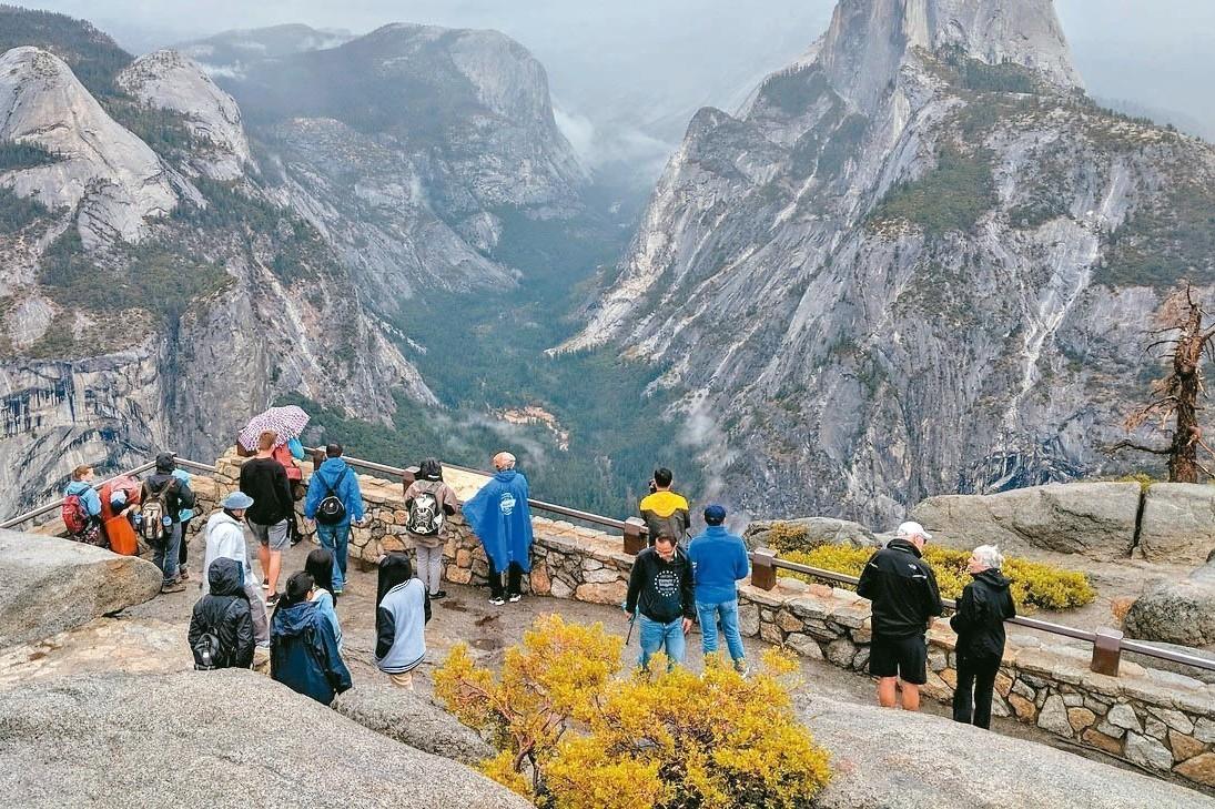 美國10歲女童攻頂酋長岩 打破最年輕攀岩者紀錄