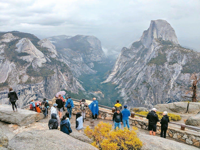優勝美地國家公園內被冰川切割出來的壯觀峽谷。 圖╱有行旅提供