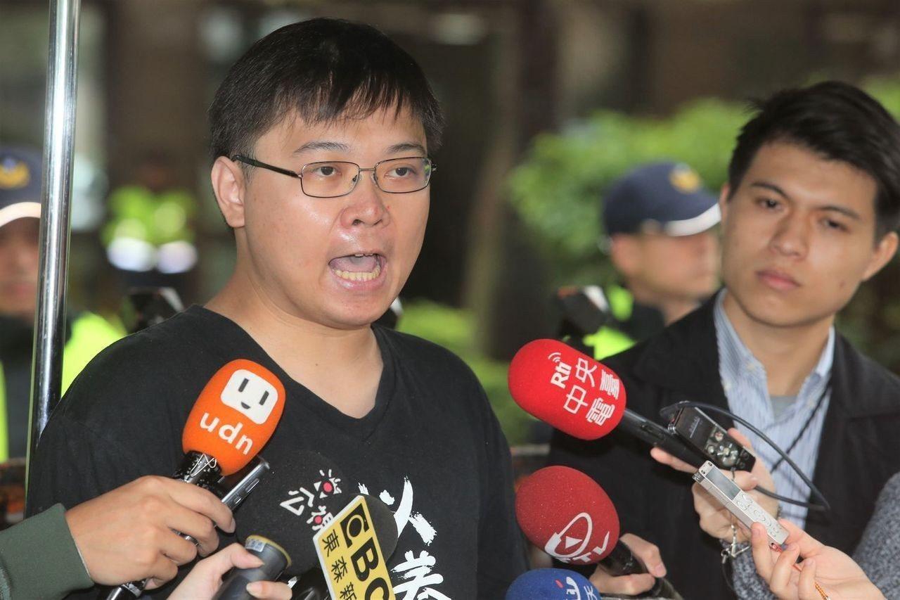 「重啟核四」公投領銜人黃士修(左)。 圖/聯合報系資料照片