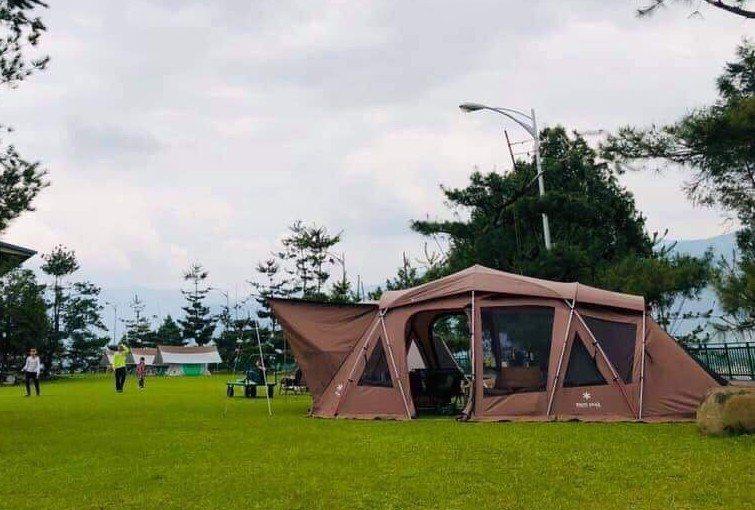 台灣近來吹起一股露營風,花蓮縣府也歡迎韓粉,帶著帳篷來挺韓兼露營。 圖/讀者提供