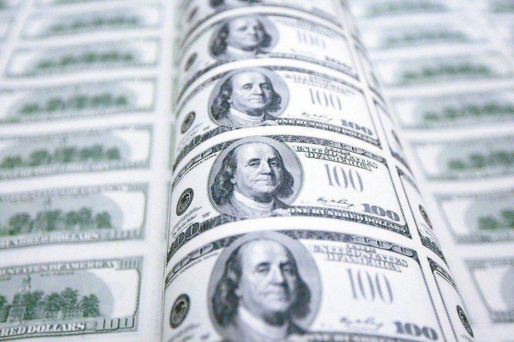 市場預期今年底前Fed降息機率已超過八成,使得美國3個月及10年期公債殖利率再現...
