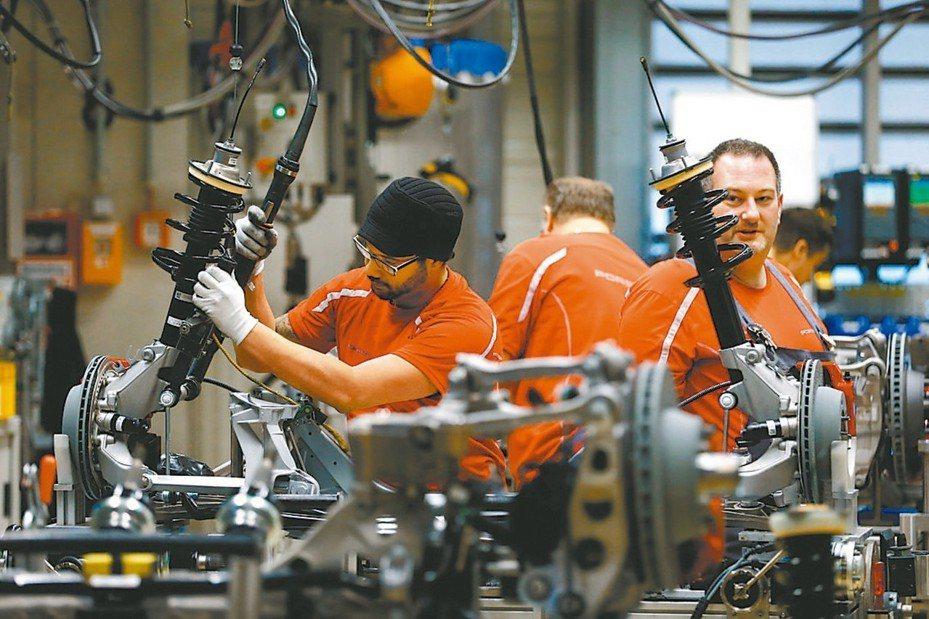 美中貿易戰愈演愈烈,歐、亞洲5月製造業景氣普遍陷入萎縮,投資人對全球經濟衰退的疑慮升高,央行也面臨擴大貨幣寬鬆政策的壓力。 路透