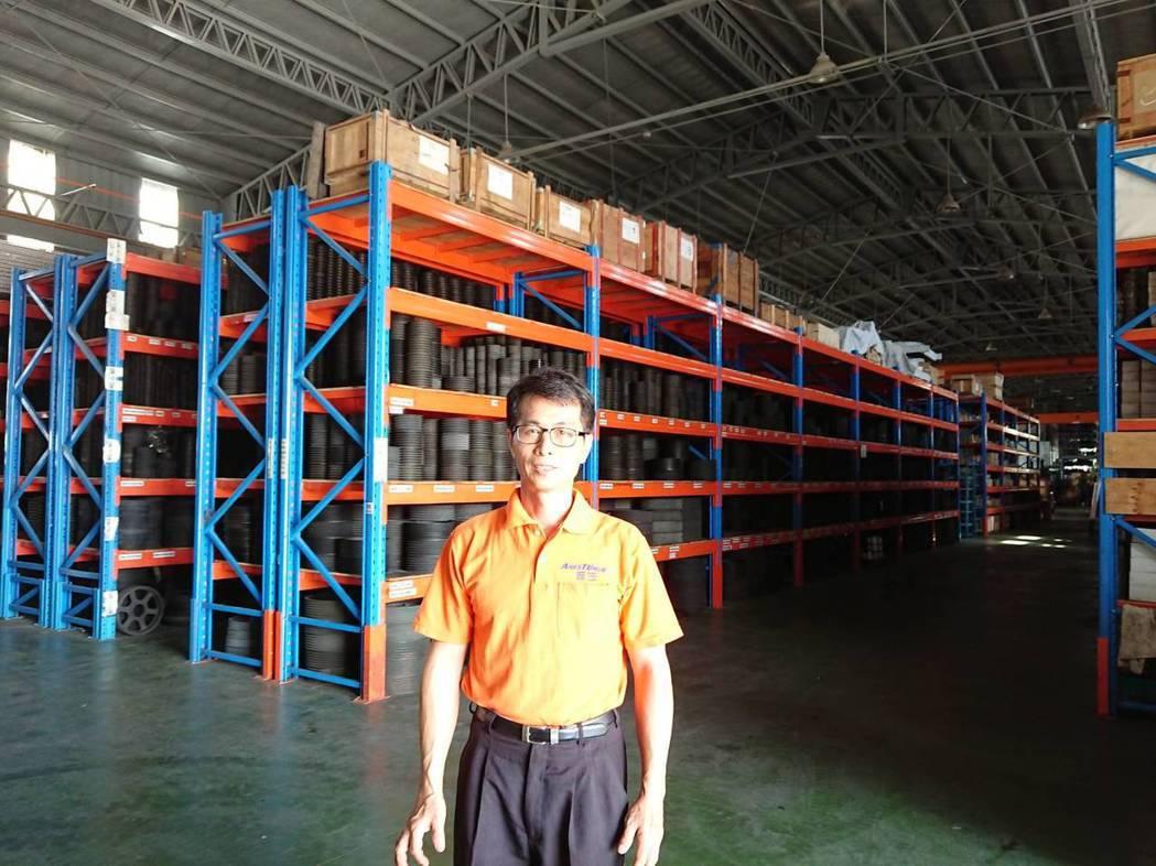 普笠國際總經理吳泰昌表示,該公司的傳動組零件之種類及庫存量為業界最齊全。莊智強/...