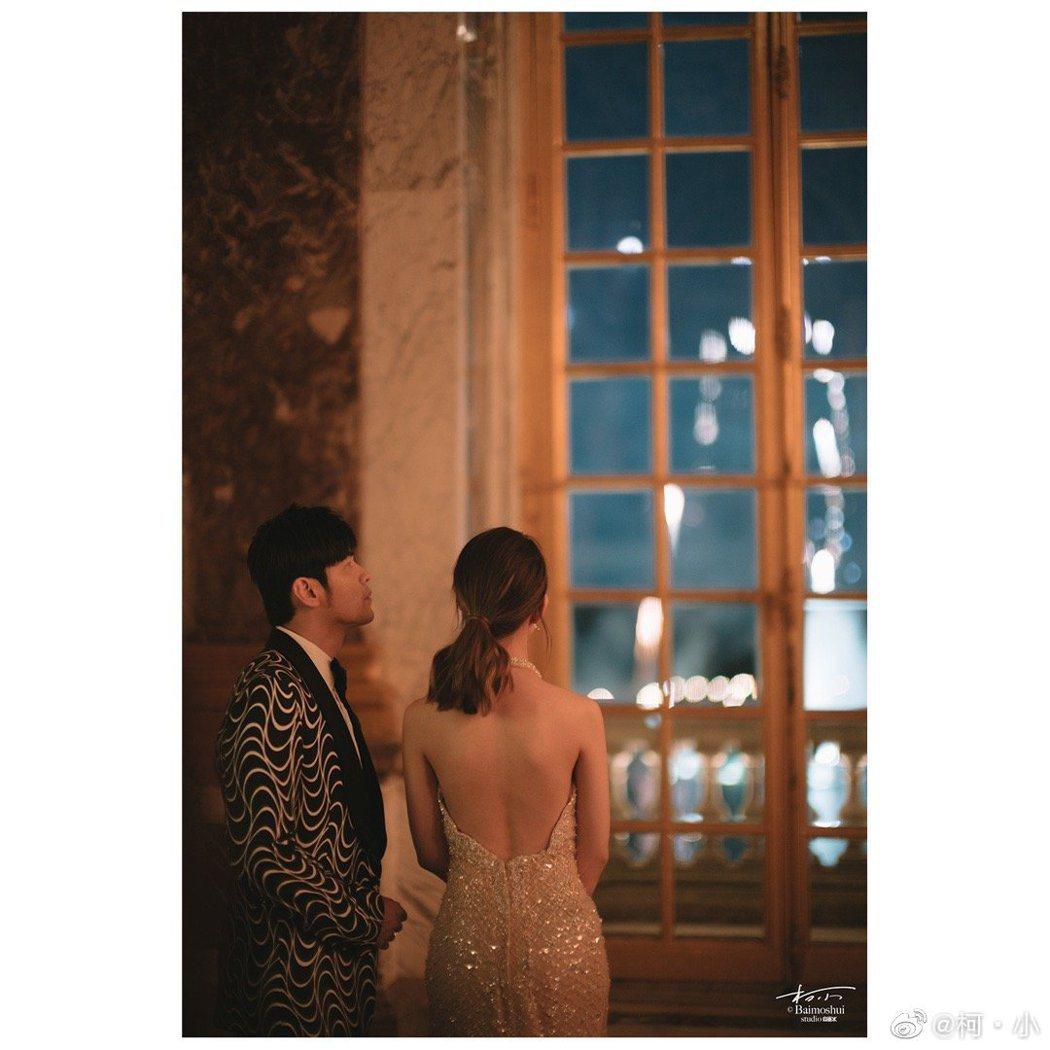 周杰倫與昆凌參加郎朗婚禮。 圖/擷自微博
