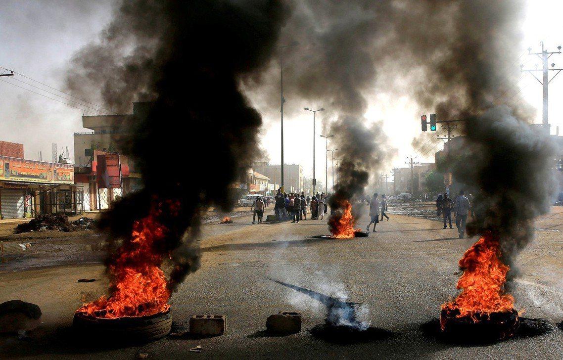 蘇丹現階段的政治緊張,始於2019年4月11日,統治國家30年的強人總統巴席爾倒...