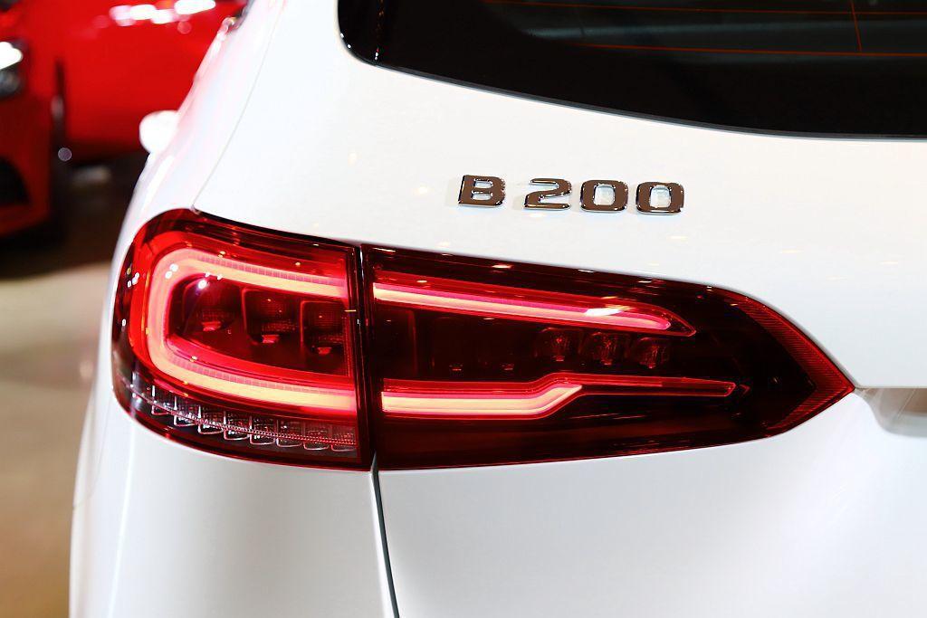 全新賓士B-Class導入B 180、B 200雙車型,售價自新臺幣163萬起。...